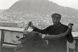 Førstemaskinisten med bøffel ombord i D/S 'Hermod' (b.1925)