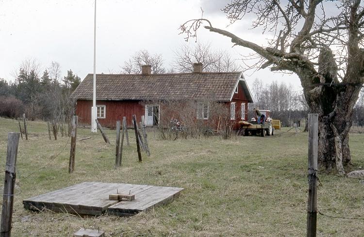 Bildtext: Skärvs sn. Laggartorp april 1979.