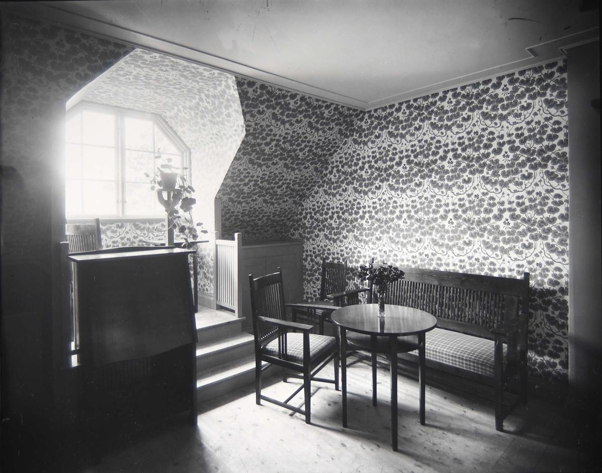 Interiör från Pressens villa, Källvägen 2, Saltsjöbaden, Nacka.  Gästrummet. Arkitekt Carl Westman, 1902.