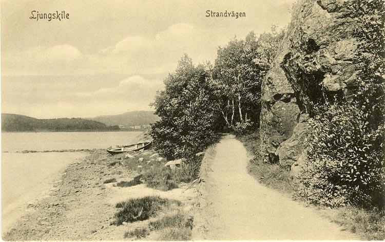 """Enligt Bengt Lundins noteringar: """"Strandvägen med upplagd eka. Lyckorna""""."""