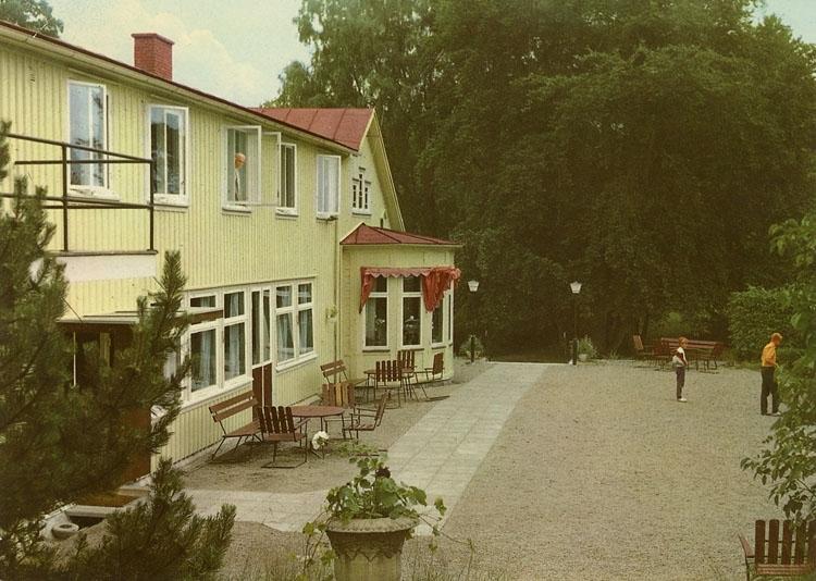 """Enligt Bengt Lundins noteringar: """"Åh Stiftgård. Huvudbyggnaden""""."""