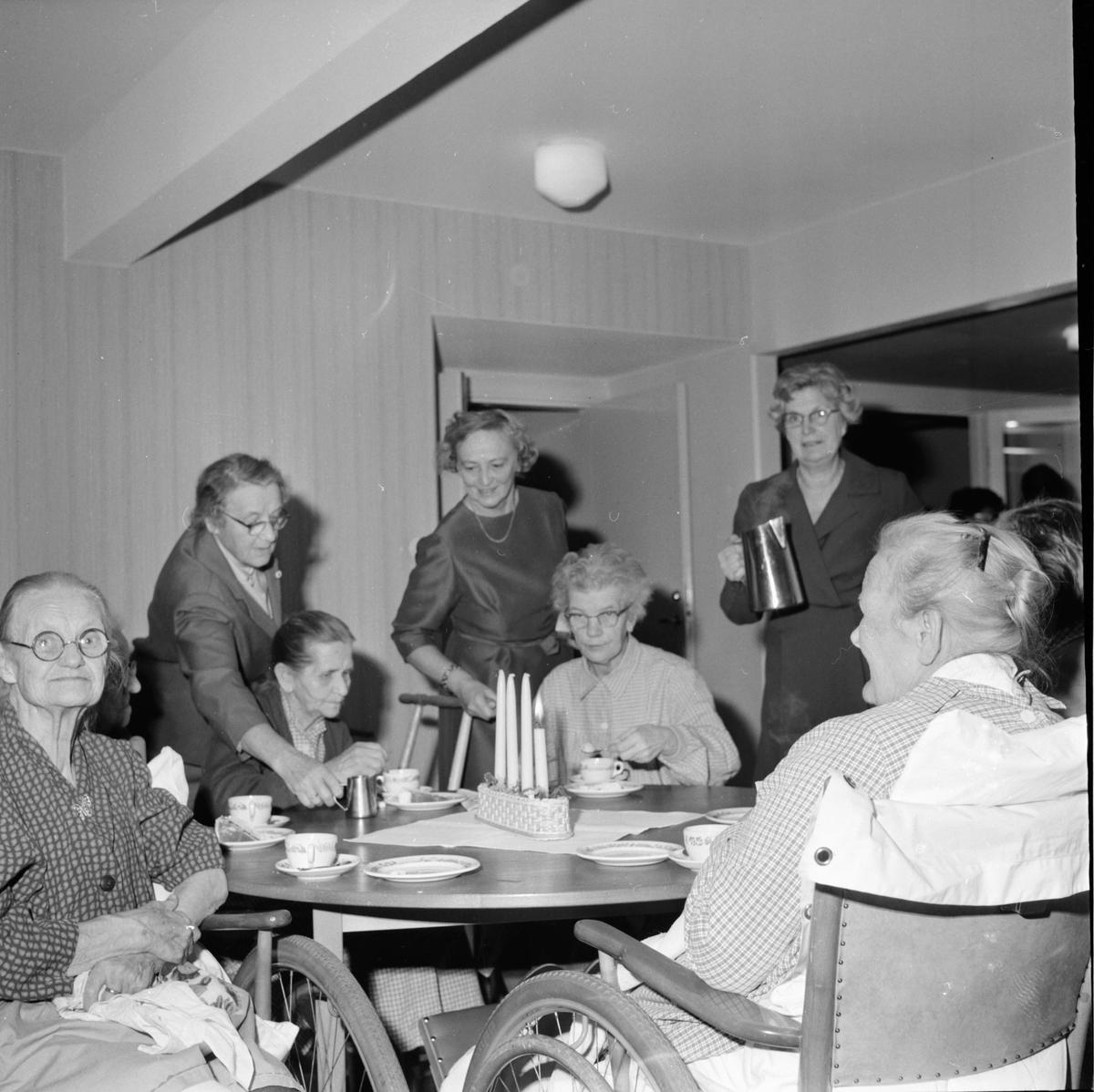 Röda Korset bjuder sjuka på kaffe. 3/12-1964