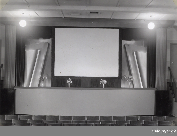 Kinosal mot lerret. Før overtagelsen 1948