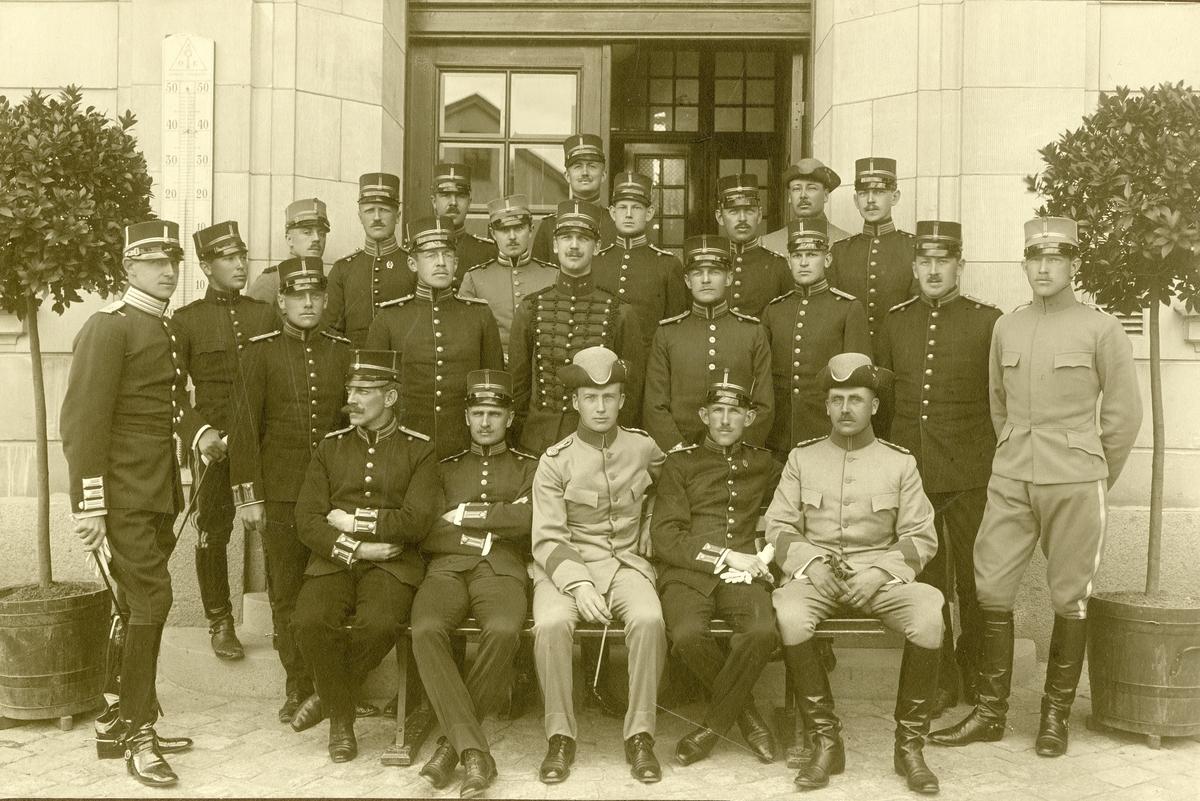 Grupporträtt av officerare på krigshögskolekurs år 1909-1911.