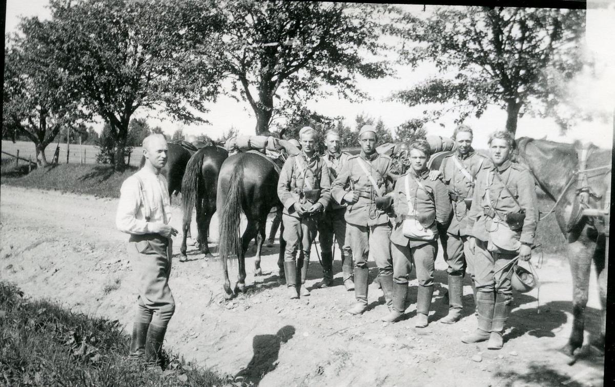 Marsch till Skillingaryd, A 6. Rast. Sergeant O Pettersson.