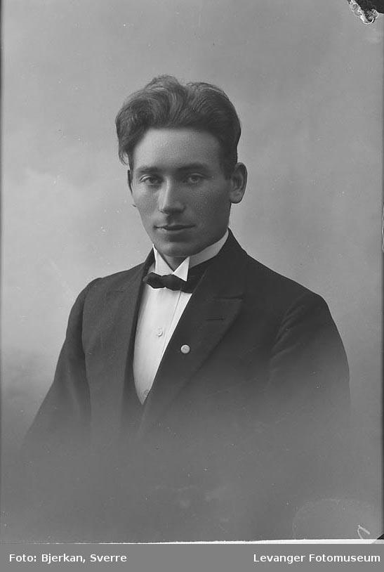 Portrett av J. Selnæs.