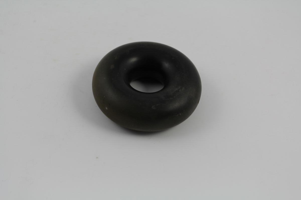 Vaginalring. Form: Sirkulær med hull. Solgt fra apotek.