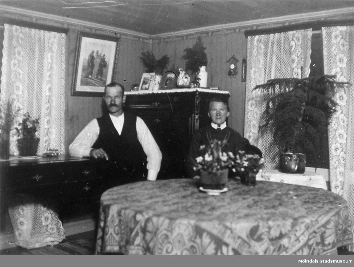 Porträtt av Anna och Johan Boman när de bodde i Hulelyckan i Mölndal. R 5:6.