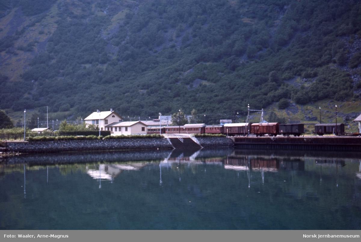 Flåm stasjon sett fra fjorden