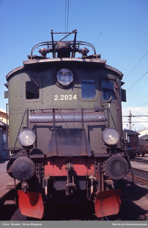 Elektrisk lokomotiv El 2 nr 2024 på Horten stasjon