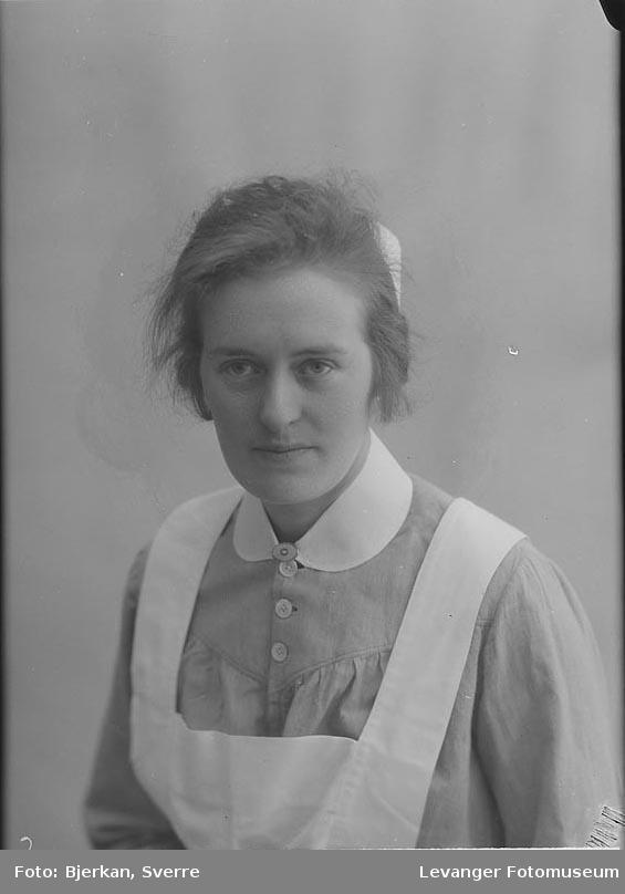 Portrett av søster Johanna Jakobsen.