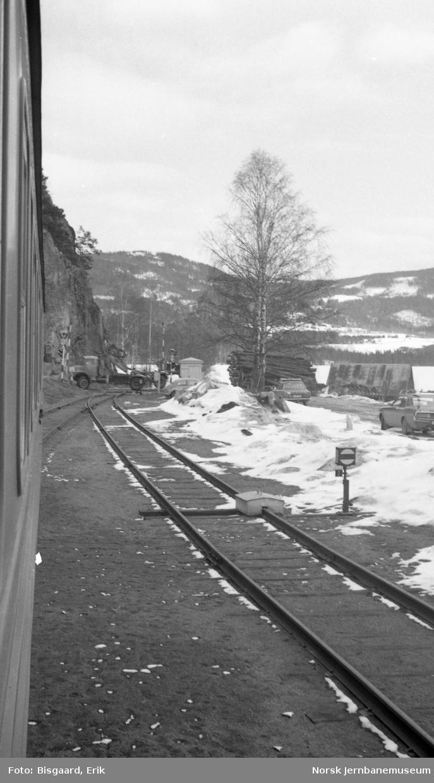 Odnes stasjon sett mot søndre sporveksel og planovergang