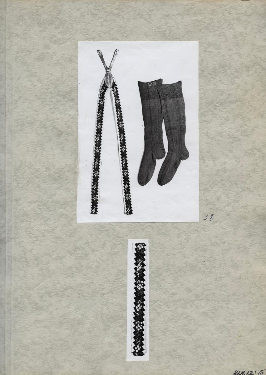 Kartongark med två fotografier av strumpor och byxhängslen till bröllopsdräkt.