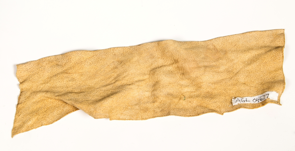Pusseskinn, L:28,5 cm B:ca.8 cm. God.