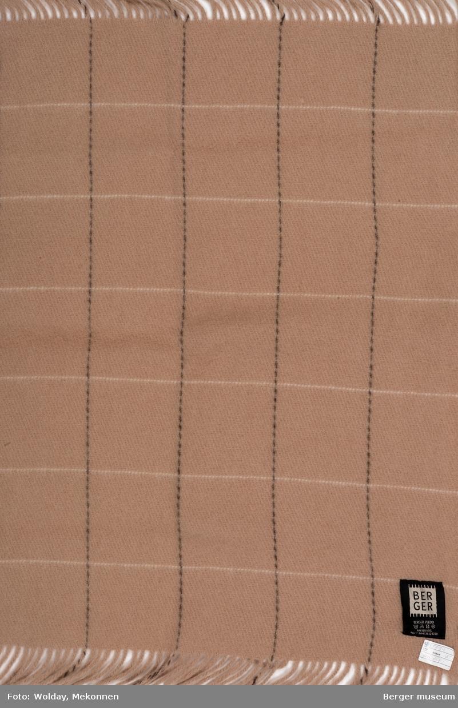 Enkelt rutemønster med kvadratiske ruter laget av svarte streker en vei og hvite streker en annen vei