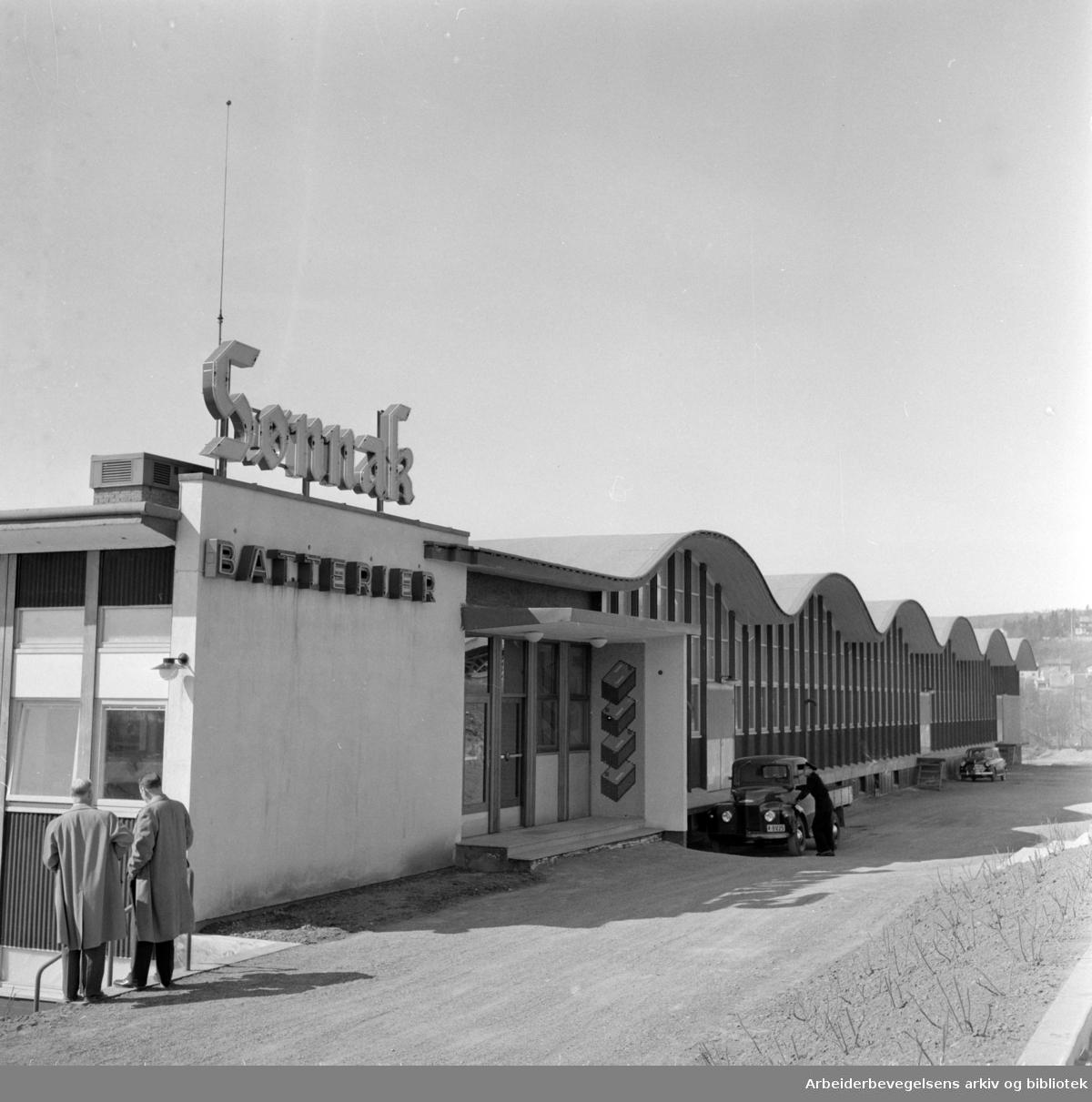 Sønnak. Sønnichsens akkumulatorfabrikk i Rolf Wickstrøms vei 15. April 1959