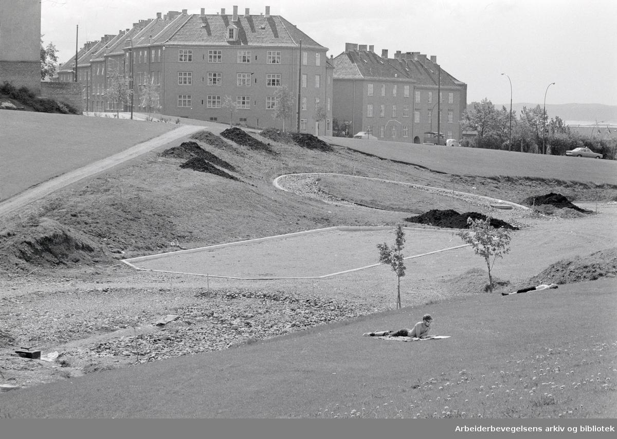 Torshovdalen park. Plaskedammen. Mai 1971