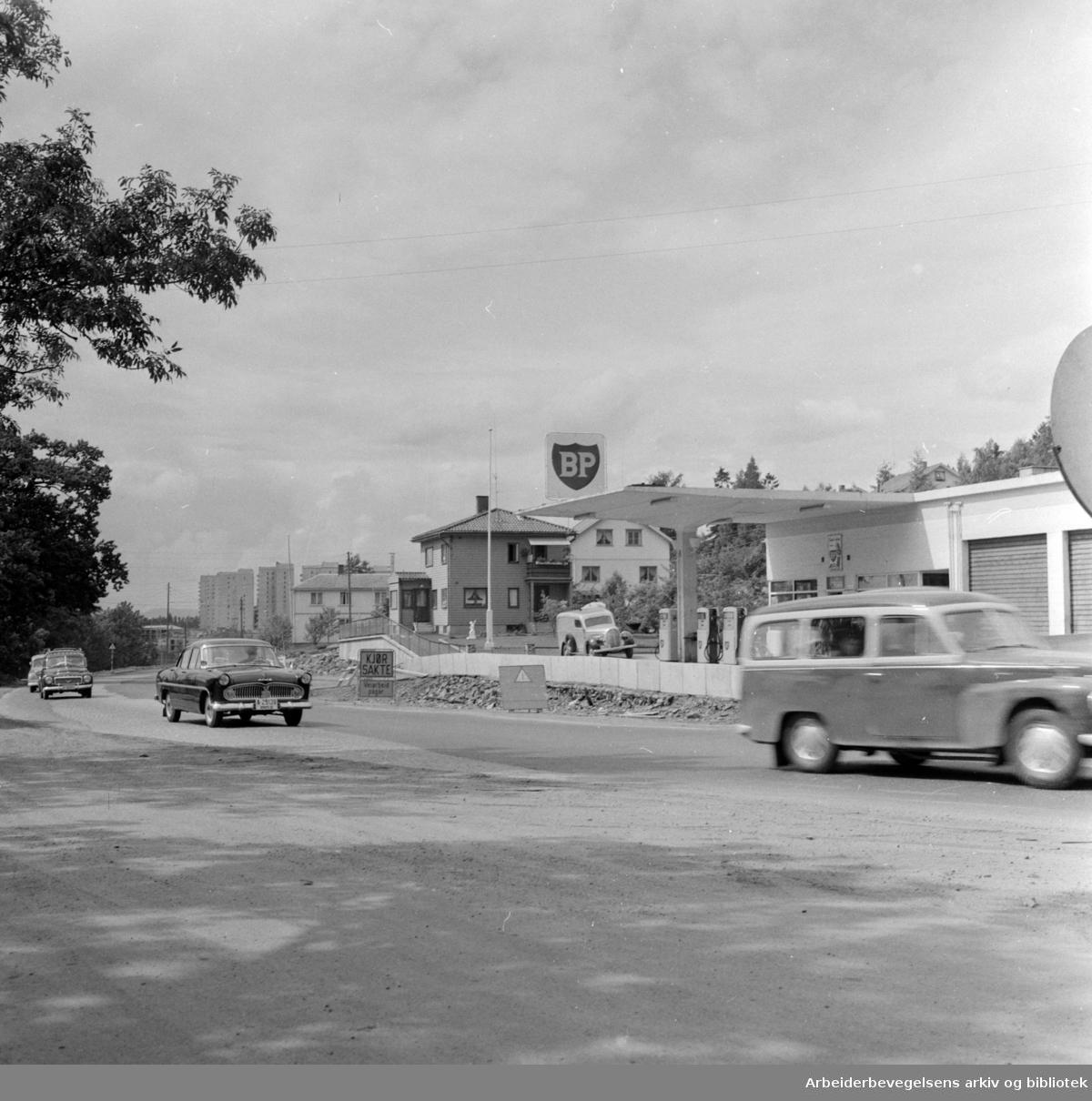 Trondheimsveien. Flaskehals ved Lunden stoppested. Juli 1961