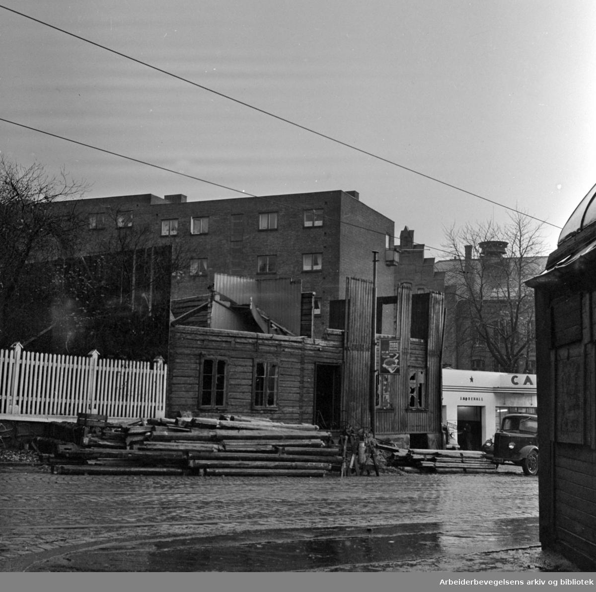 Trondheimsveien. Sofienberg. Gamle bygninger og gjerder. Mai 1958