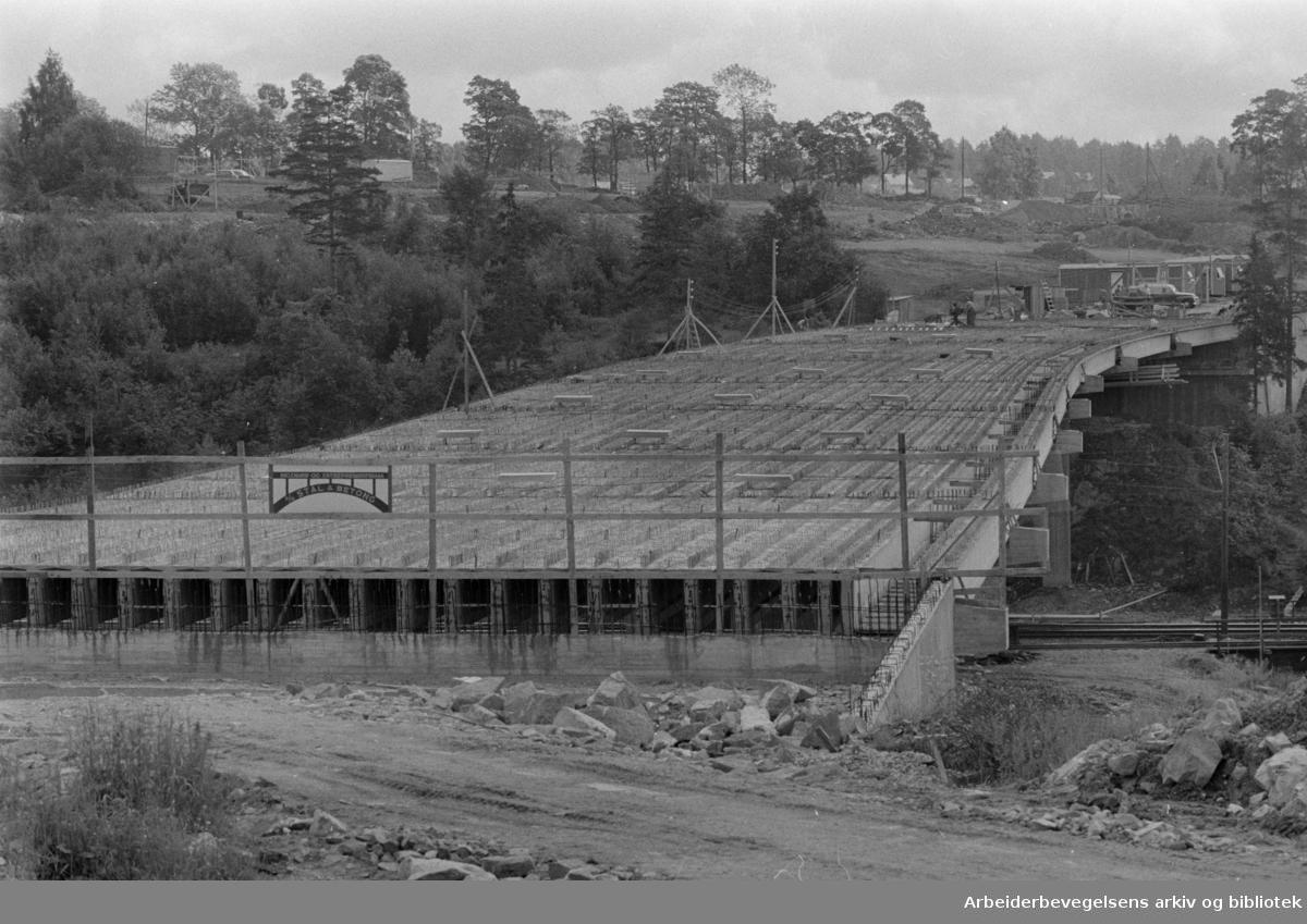 Tveita bru under bygging. Juni 1963