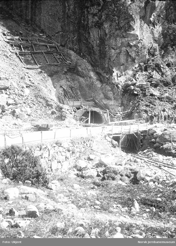 Fra anlegget av Sørlandsbanen i Tronvika, tunnelinnslaget