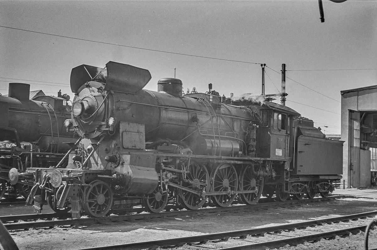 Damplokomotiv type 30b nr. 364 ved lokomotivstallen på Hamar stasjon. .