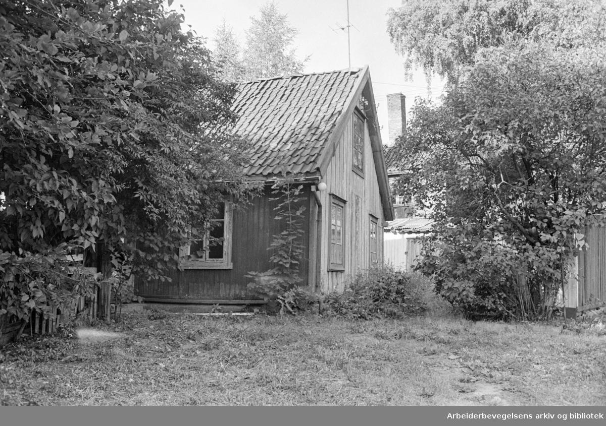 Strømsveien. Hus som skal rives. September 1976