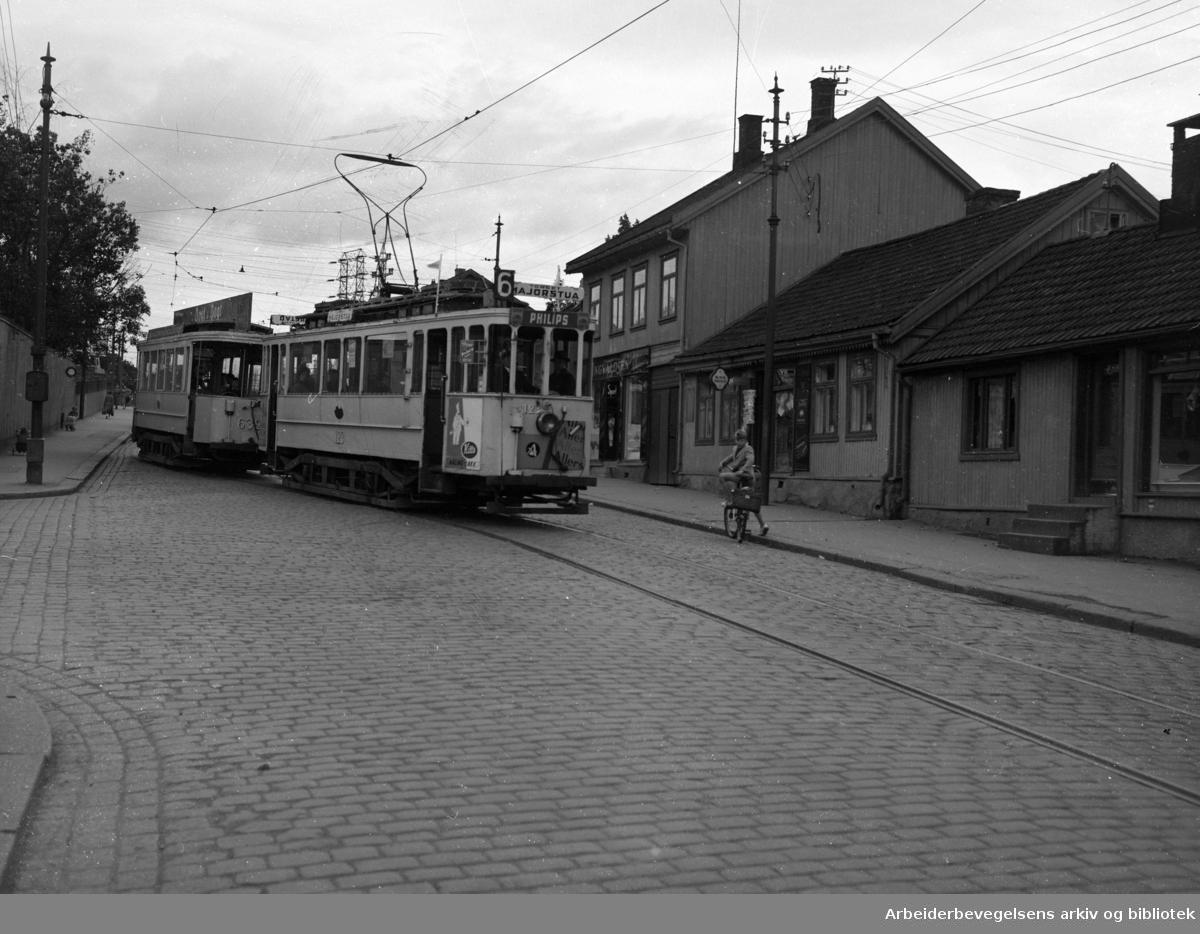 Strømsveien. Trafikk ved Etterstad. September 1952