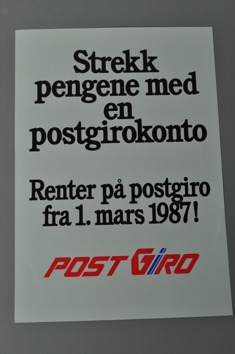 Rektangulær plakat med tekst. Lys bakgrunn,