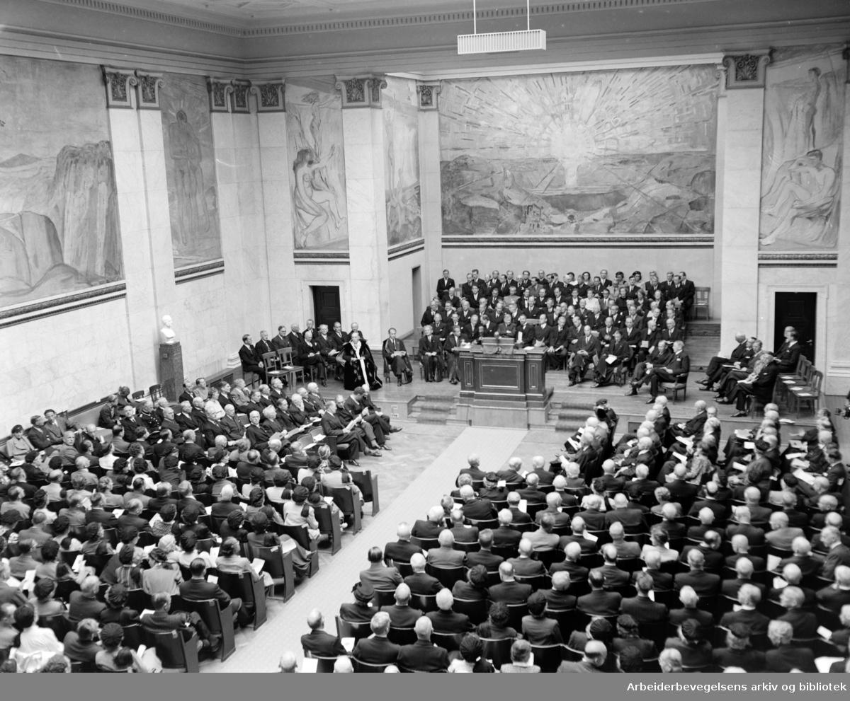 Universitetet. Universitetets årsfest i aulaen. 1949