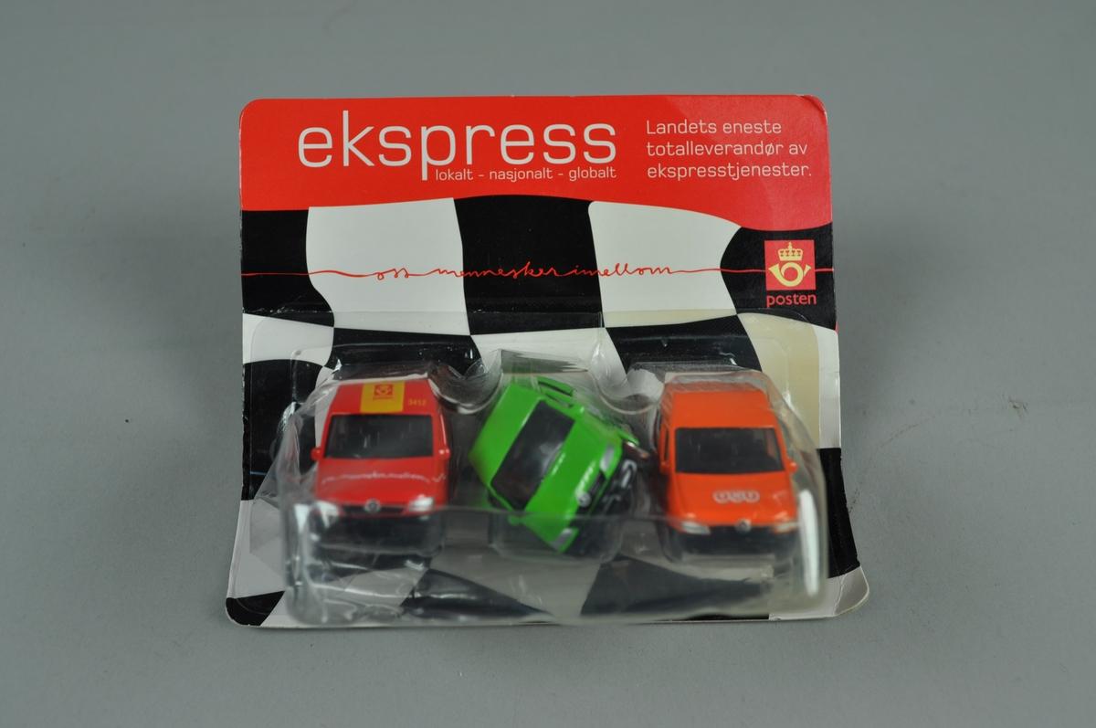 """Sett med 3 """"matchbox""""-biler: a) Rød bil med postlogo og tekst: Oss mennesker i mellom B) Grønn og hvir med tek: BOX deliveri c) Oransje og hvit med tekst TNT global express Logistics & mail  Settet er reklame for ekspresstjenester"""