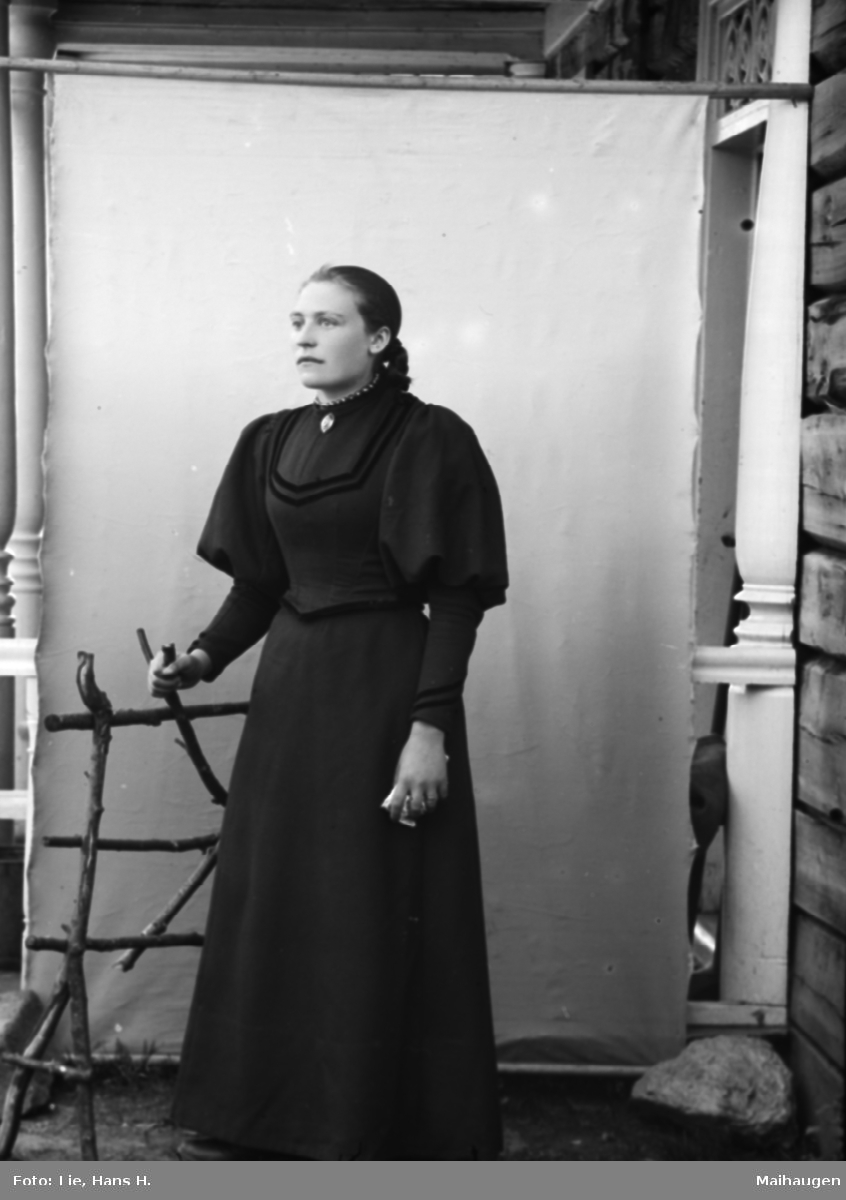 Portrett, ung kvinne, helfigur, Kari Øien
