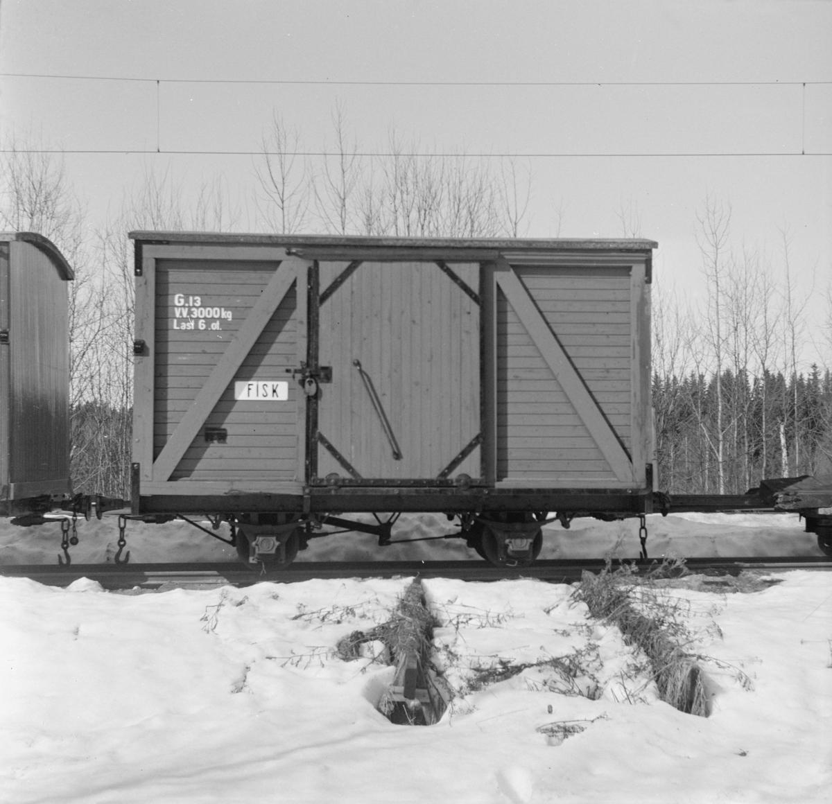Urskog-Hølandsbanens godsvogn G13 på Bingsfoss stasjon.