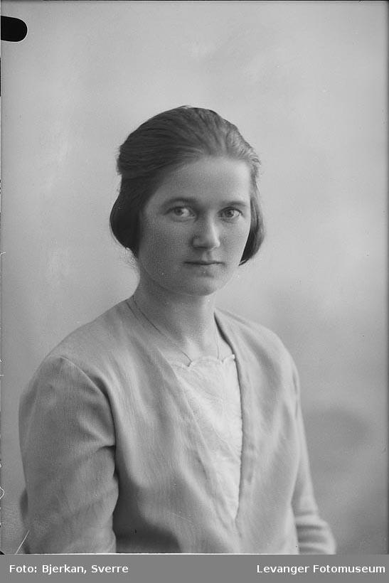 Portrett av Magda Sæbø