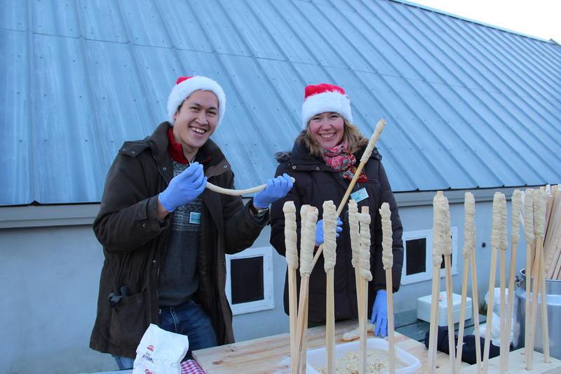 Pinnebrød lages på flere av Fetsund lensers arrangementer. Her fra julemarkedet. (Foto/Photo)