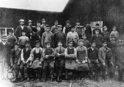 Arbetslaget vid Notnässågen Nedersta raden från vänster: 1