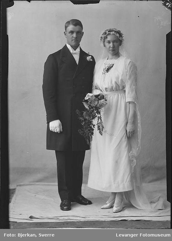Portrett av et brudepar. En av dem heter Jentoft Munkey