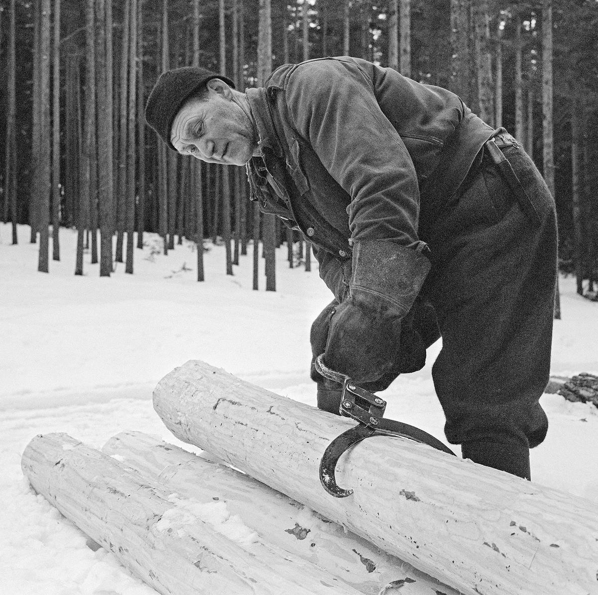 Bilde viser tømmerkjøreren Johan Rasch (1916-2009).