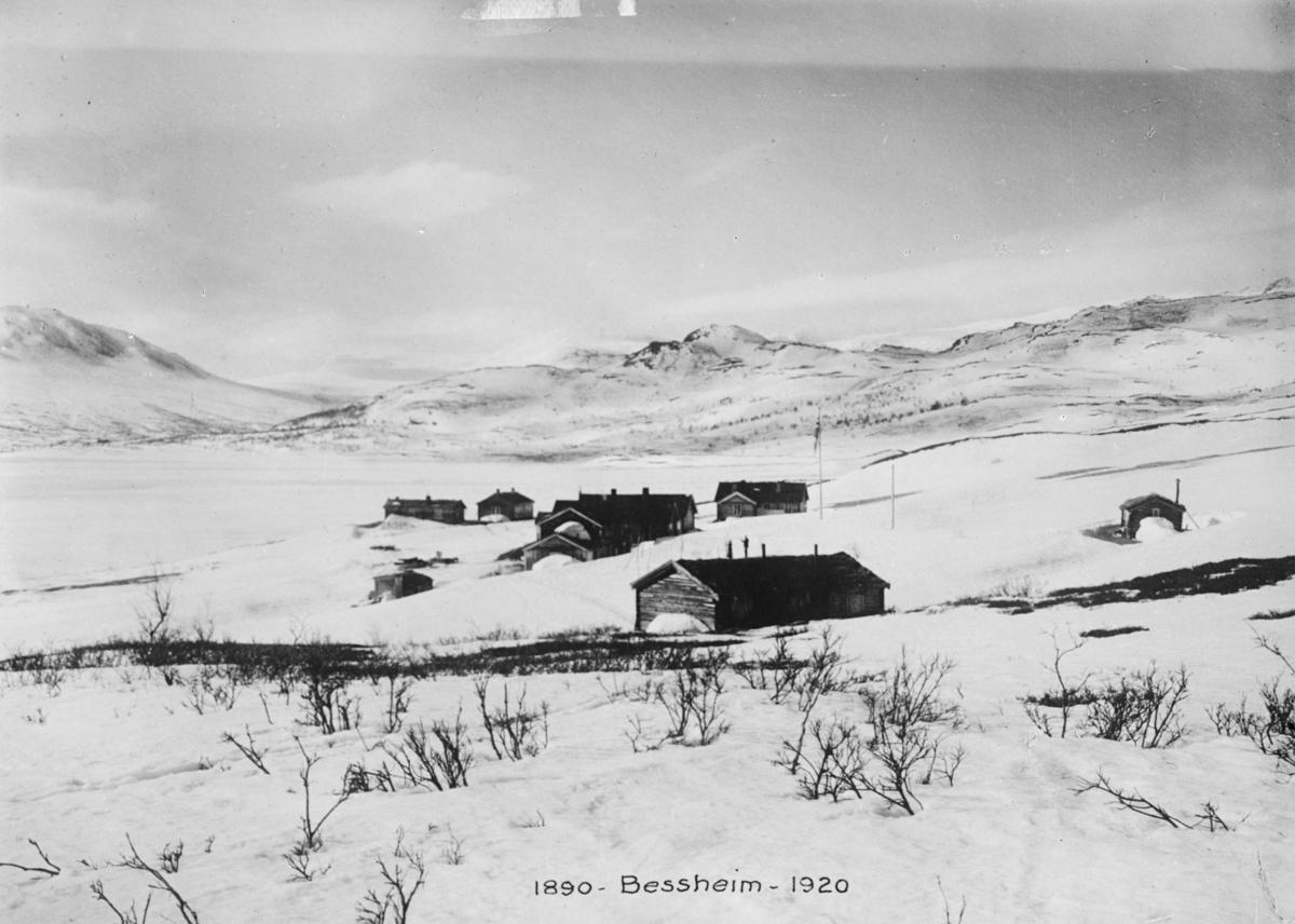 Sjodalen, Bessheim ved Øvre Sjodalsvatnet mot sør, vinter
