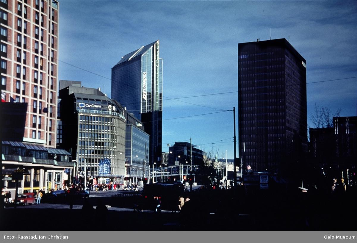 gateløp, biler, mennesker, Hotell Viking, Oslo City, Radisson SAS Hotel, Postgirobygget, Galleri Oslo