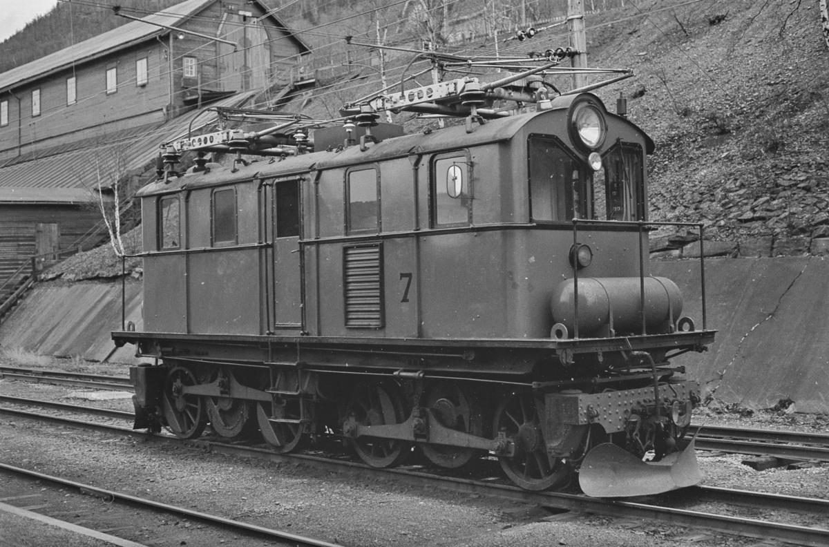 Thamshavnbanens lokomotiv nr. 7 på Thamshavn stasjon.