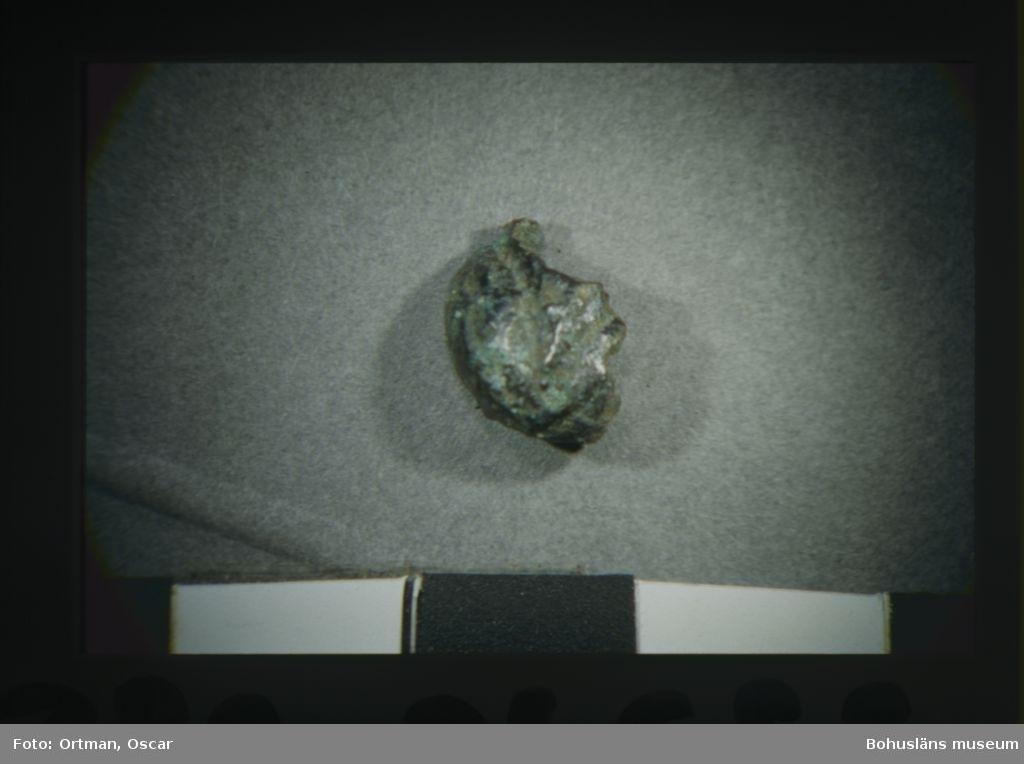 Norum 140:1. Metall söder om grav 1