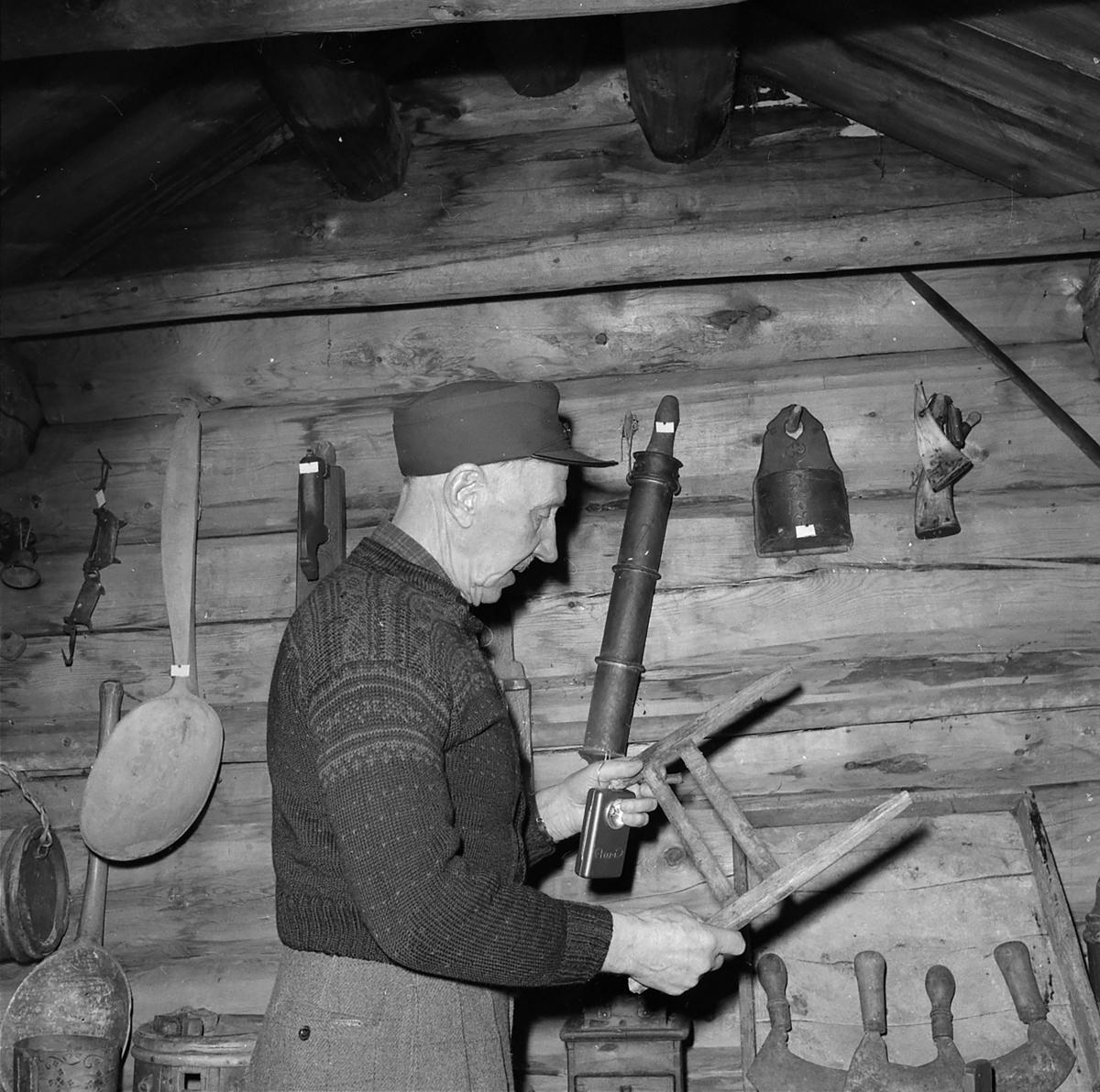 Iver Eide, fjellbonden og bygdehistorikeren fra Tolga med sin gårdssamling på stabbur