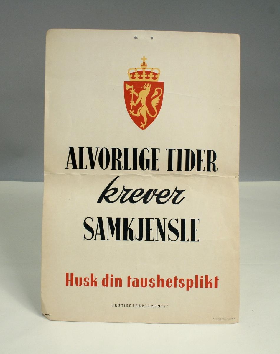 Plakat med den norske riksløven og tekst