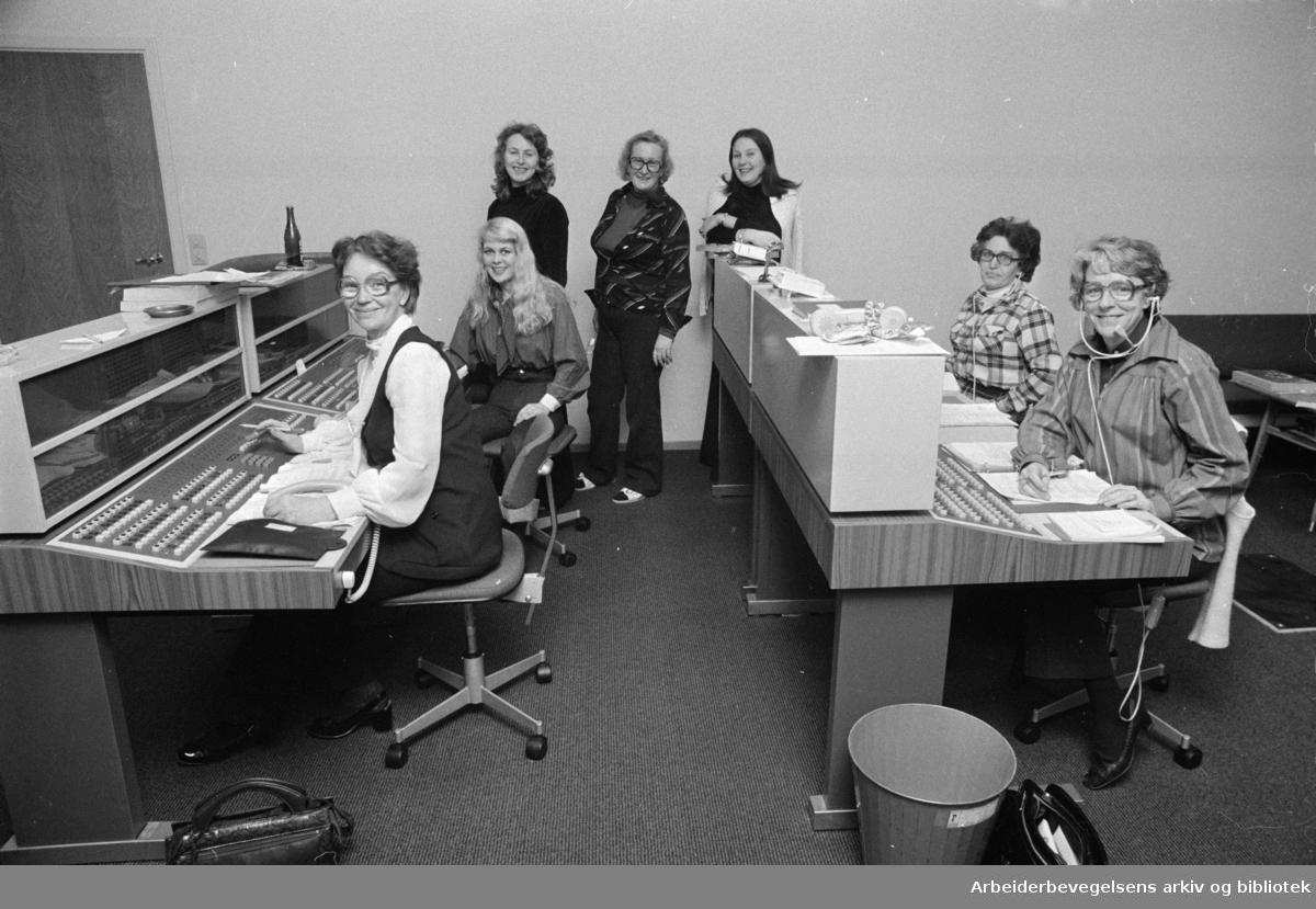 Likningskontoret: Forsinket utsending av skattekortene førte til kaos hos likningsvesenet. Januar 1976