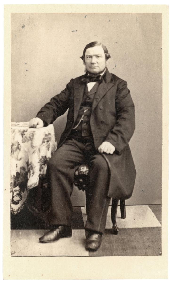 Porträtt av David Wilhelm Hagelin. Medlem av Borgenskapets äldste i Norrköping. Drev även hovslageri i staden.