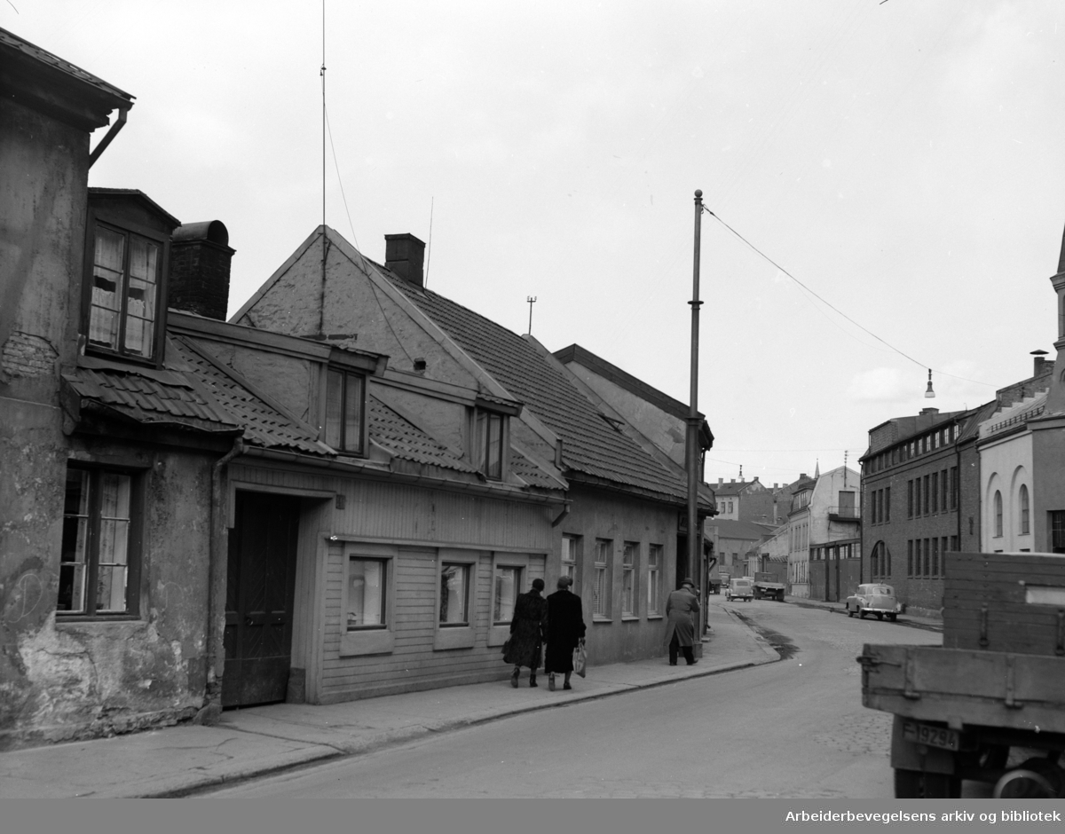 Lakkegata. April 1954