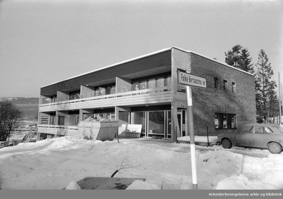 Kringsjå: Service-bygget på Kringsjå. Februar 1975