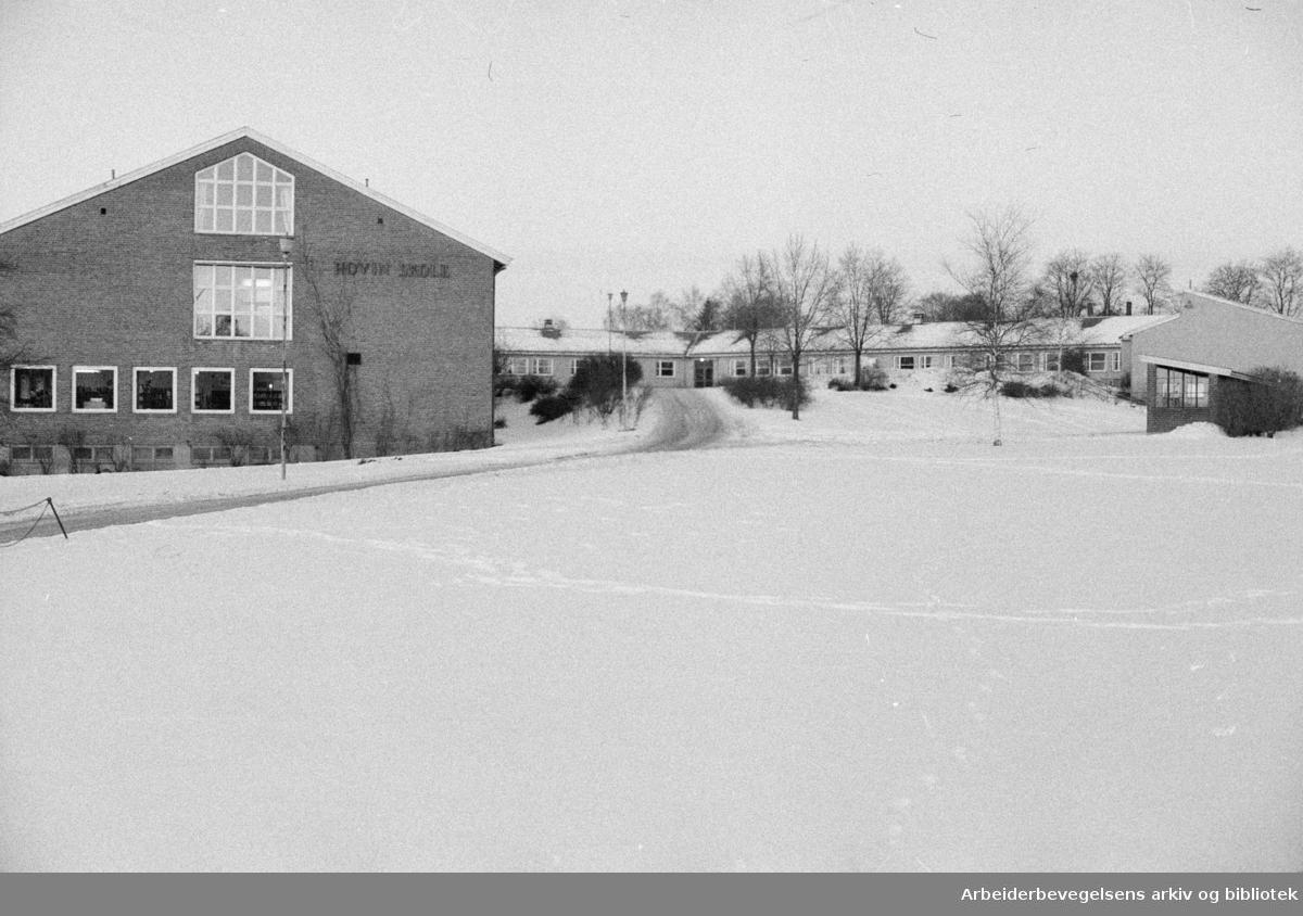 Hovin Skole. Hovin skole skal bli samfunnshus om ettermiddager og kvelder. Januar 1976
