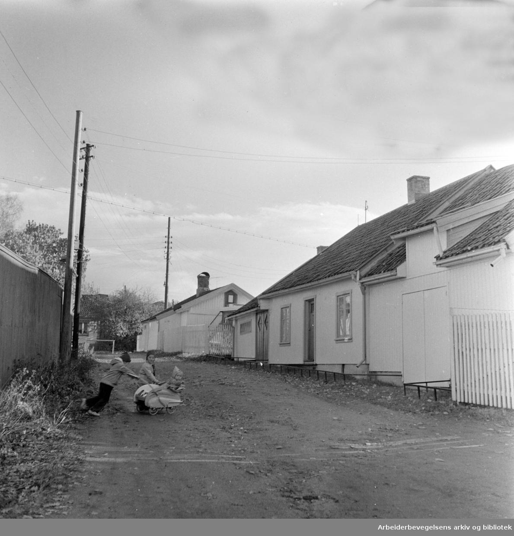 Fridtjovs gate. Vålerenga. Barn leker. November 1957